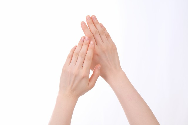 指先のしびれを感じたら即疑うべき7つの病気と対処法