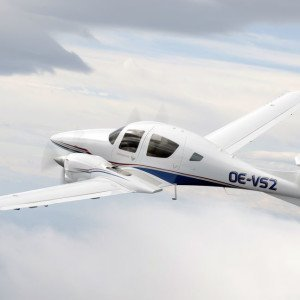 LifeStyle Aviation – Diamond DA62 flying rear