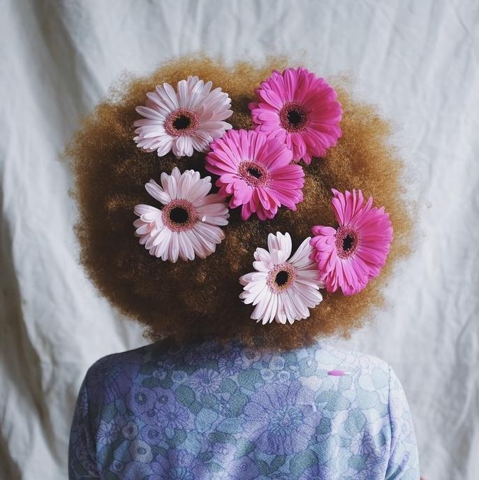 lifestyle kiki flowers 1