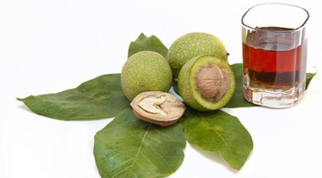 Nocino ricetta: il liquore stregato, come prepararlo in casa