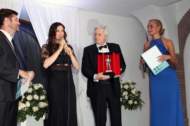 Manuela Arcuri riceve il Premio Apoxiomeno