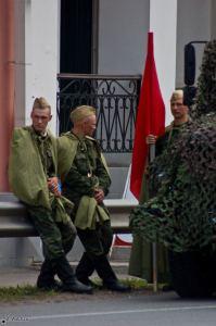 Солдаты в форме советской армии. День города Бронницы 2008