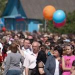 Бронницы. Возложение. 9 мая 2010. Колонна людей