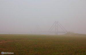 о. Бельское в дыму от лесных пожаров