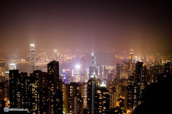Ночной Гонконг. Башни небоскребов