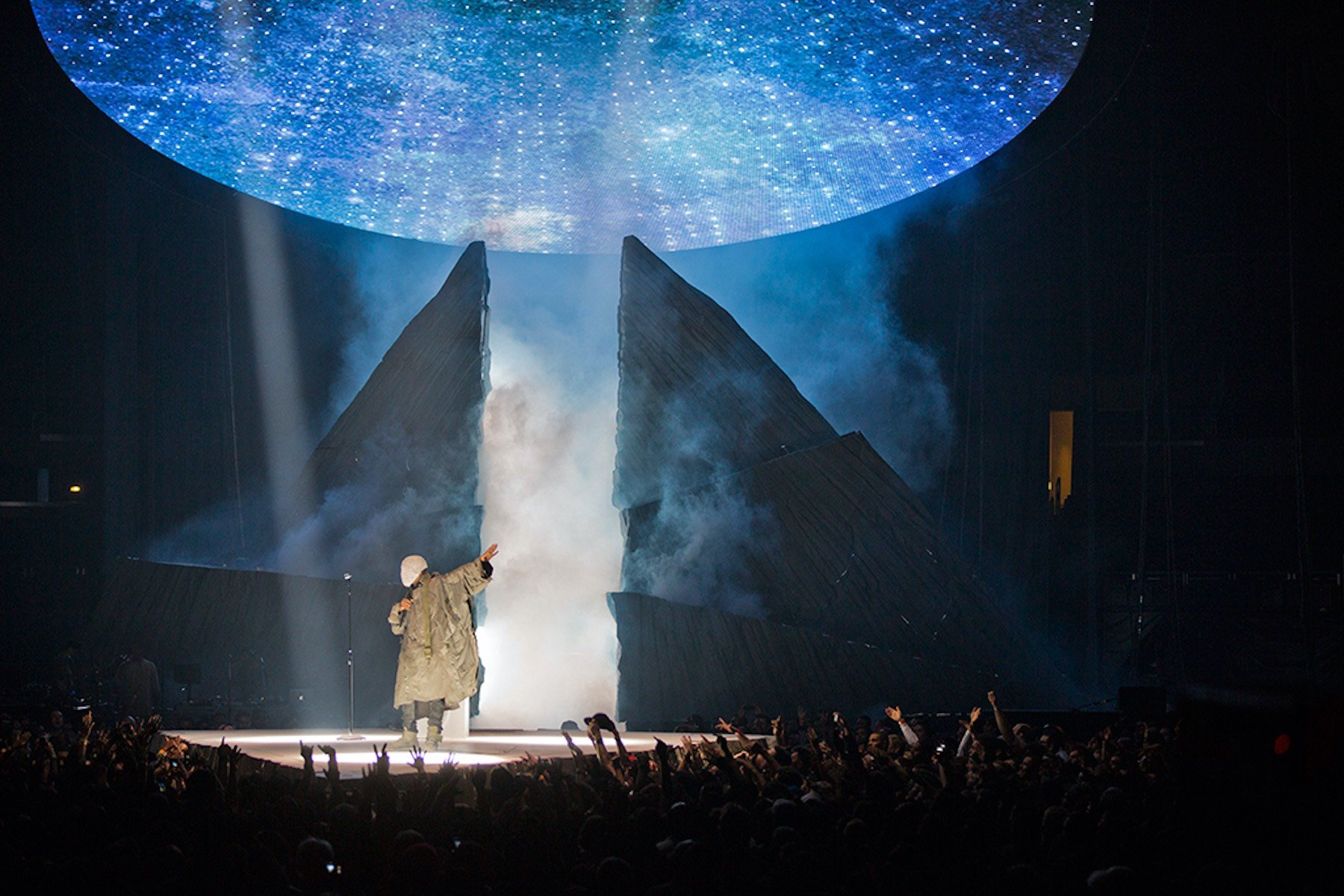 3d Animation Wallpaper Hd Kanye West Yeezus Tour Lightborne Communications