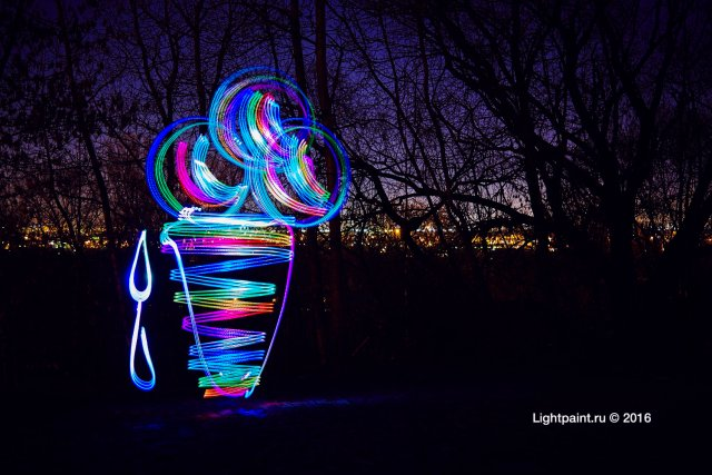 Lightpaint rainbow ice-cream