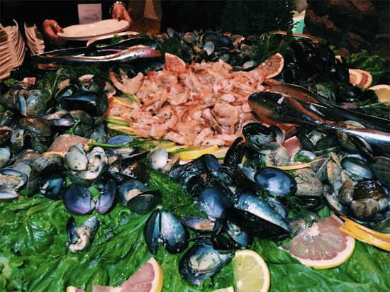 Mussells, clams, shrimp and more at the Seafood Station!