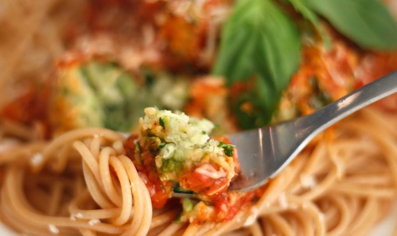 """Spagettí og zucchini """"kjötbollur"""""""