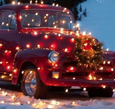 Amerikansk bil pyntet til jul