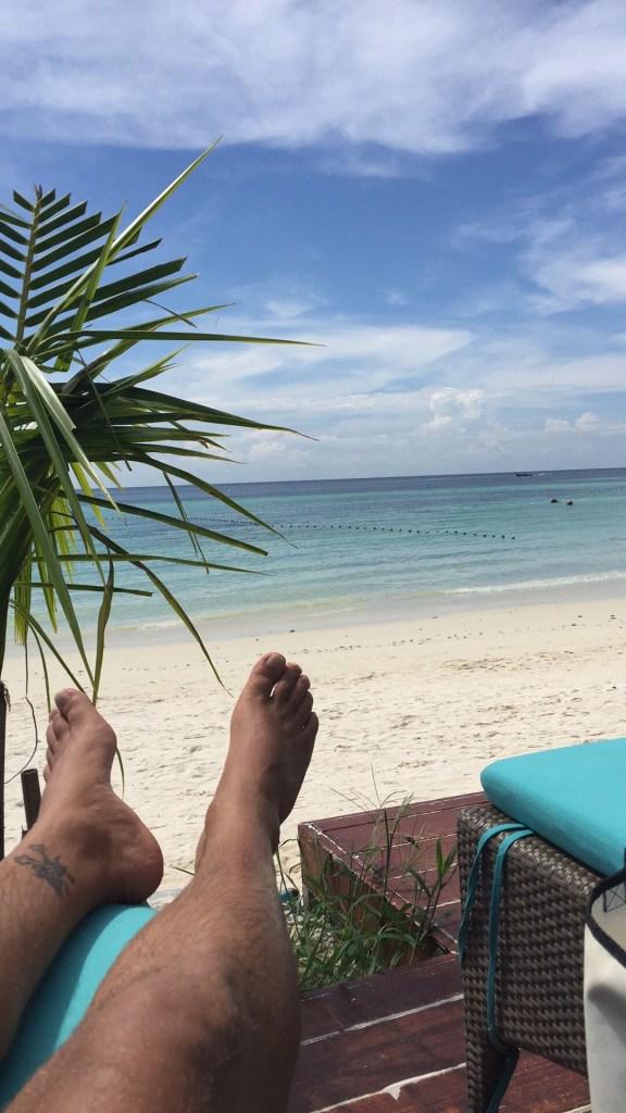 Koh Lipe Akira strandutsikt fra solsengen