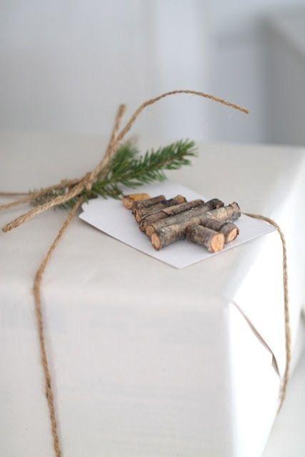 julegave-innpakking-med-juletre