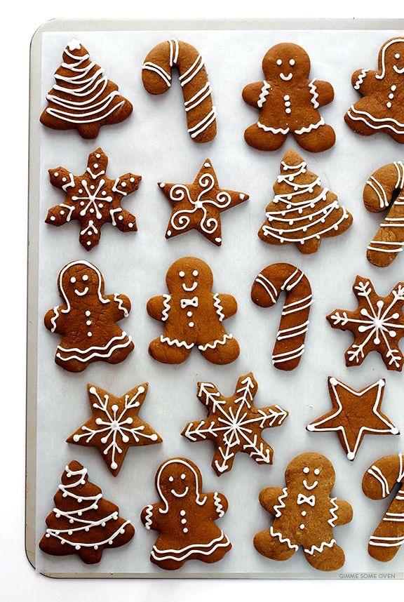 pepperkaker-dekorert-med-hvit-melis