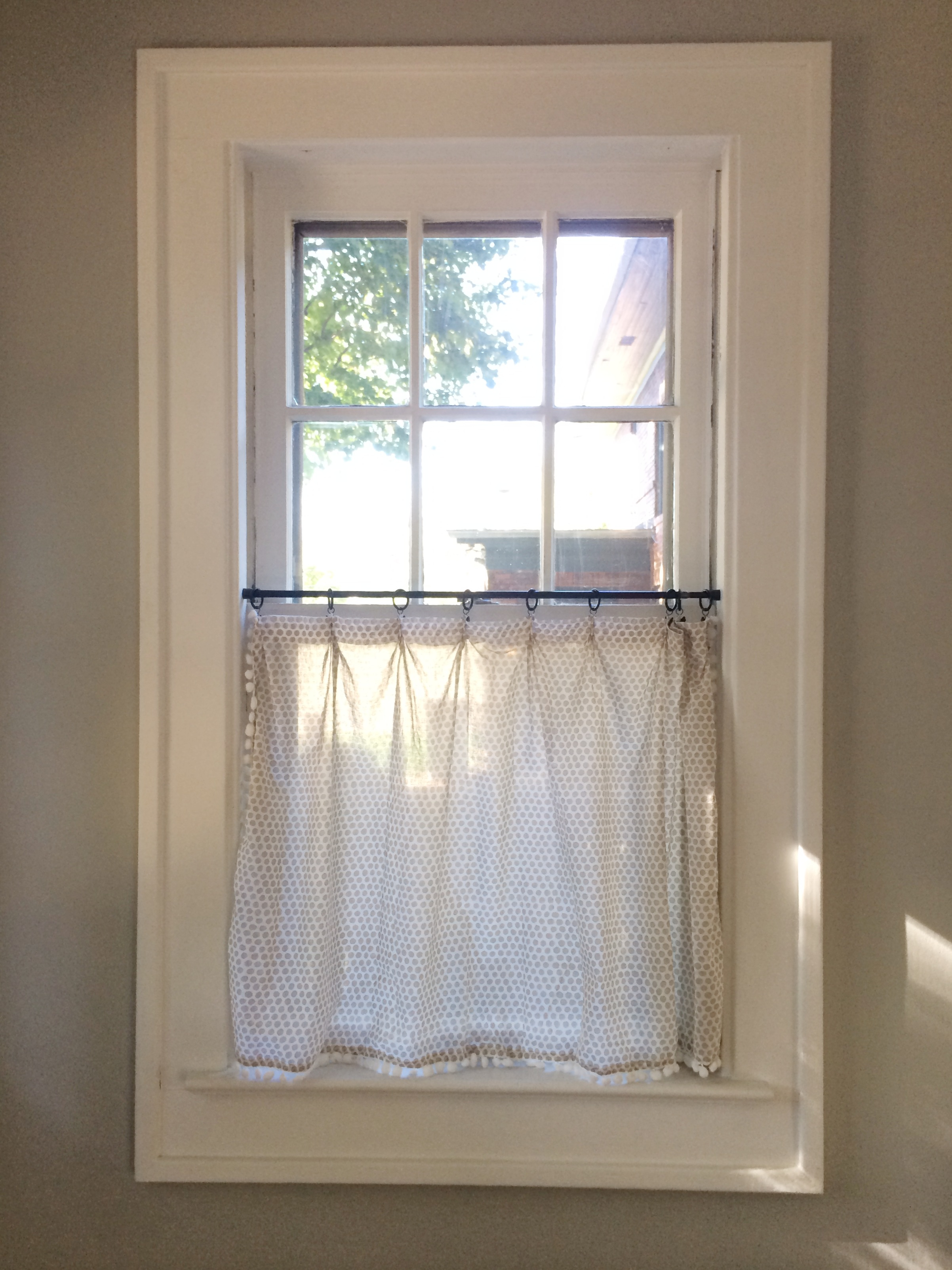 Cafe Curtain Clips Our Home The Kitchen Diy Cafe Curtains Lindsey Kubly