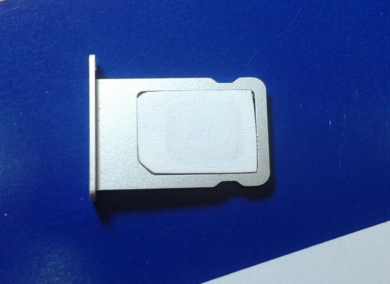La tarjeta SIM con su nuevo tamaño nanoSIM