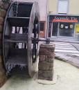 À Épinal, il y a les lettres, et puis mon moulin.