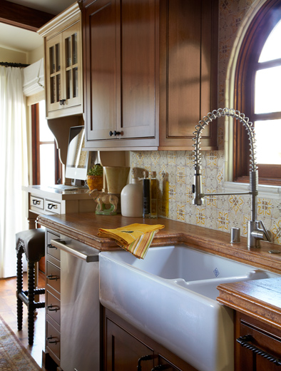 Interior design especially for those inclinded towward the custom craftsman kitchen in mind: