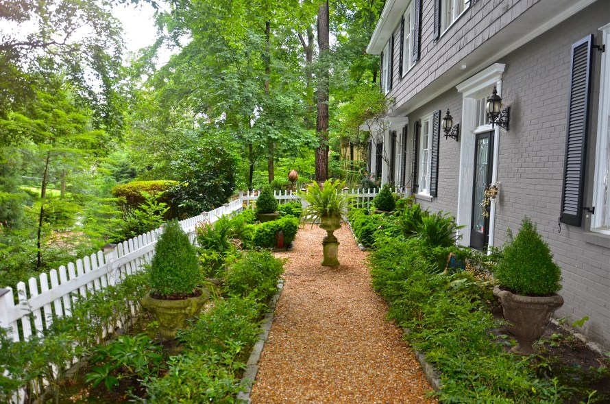 I do love my little entry courtyard
