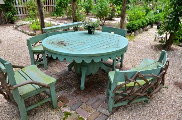 Al Fresco for tow please ... So need this furniture