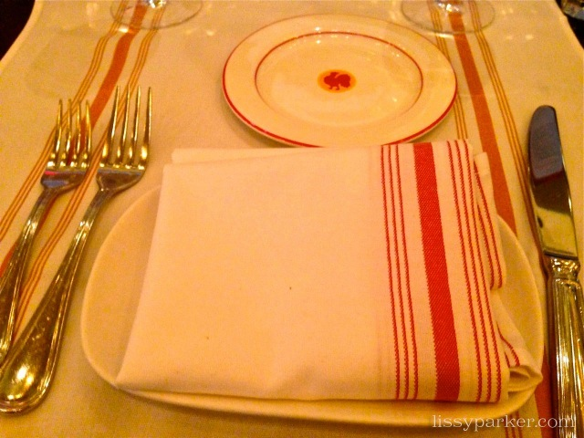 Love the red and white table linens