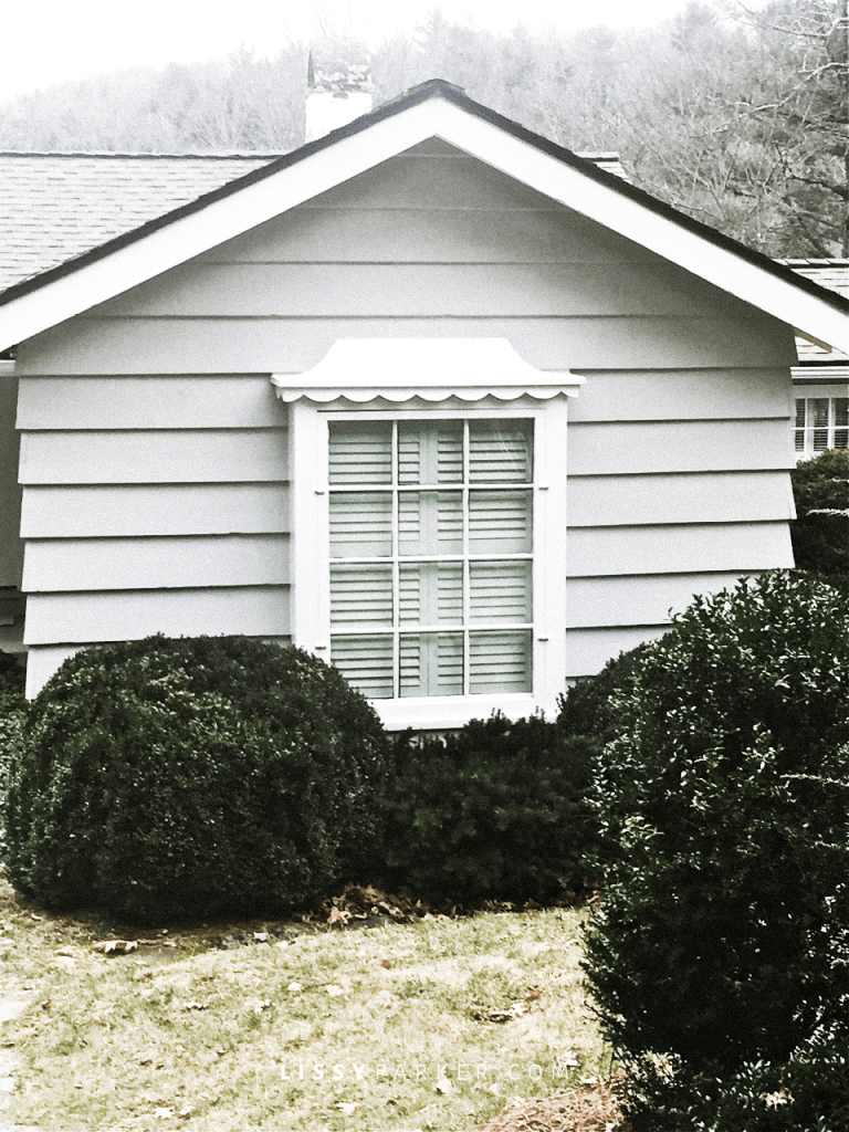 This scalloped trim surrounds the windows—so very cute
