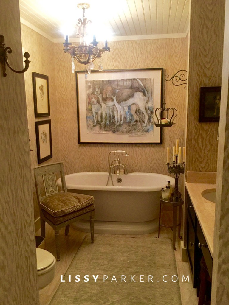 free sstanding bath tub in the master