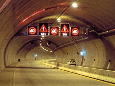 Cartravelingthroughtunnel