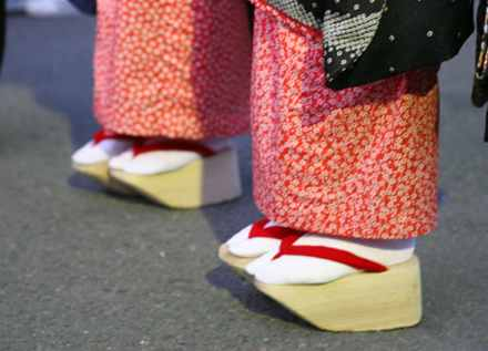 okobo -  Top 10 Most Bizarre Shoes in History - Fashion Trend