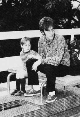 John-Yoko-Julian-John-Lennon-10677117-452-654