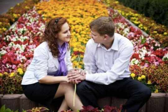 11559185-Romantic-Date-Young-People-In-The-Flower-Park