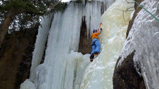 Ice-Climbing-hidden-falls-Estes-Park
