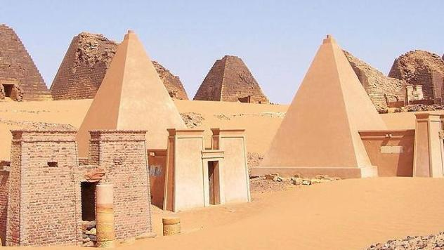 NubianMeroePyramids