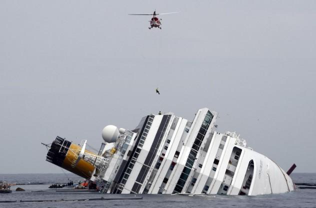 APTOPIX Italy Cruise Aground