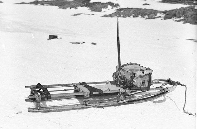 3_1024px-Mawson's_half_sledge
