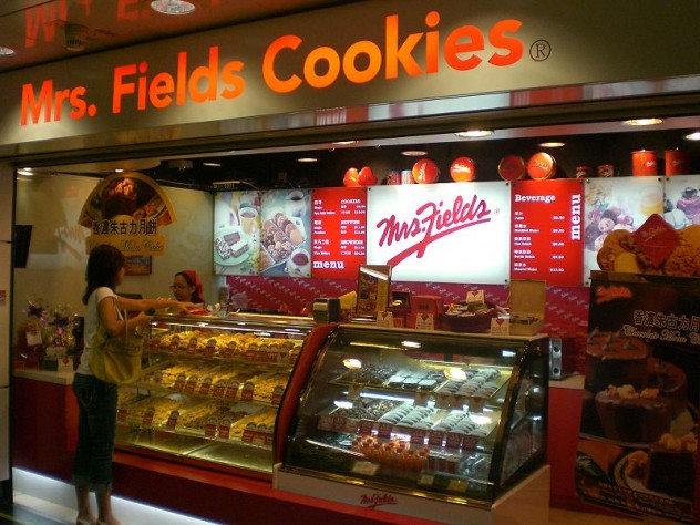 800px-HK_Wan_Chai_MTR_Station_Mrs_Fields_Cookies_1