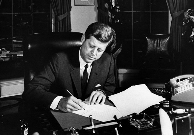 October_23,_1962-_President_Kennedy_signs_Proclamation_3504,_authorizing_the_naval_quarantine_of_Cuba
