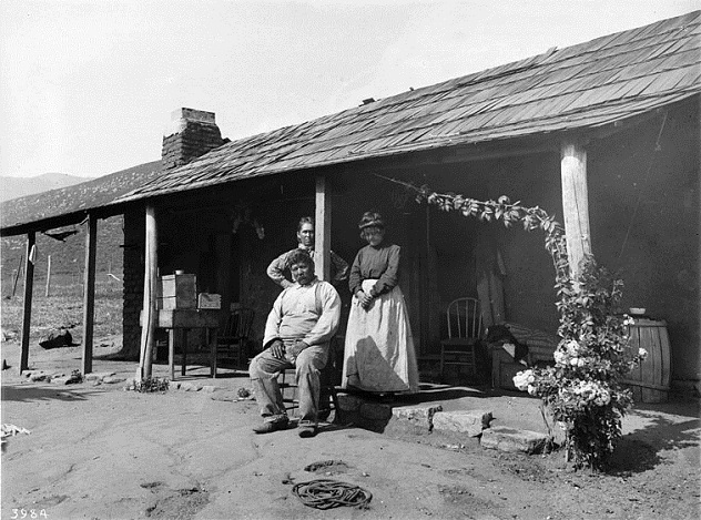 Coahuilla_Indian_family_in_front_of_their_house,_Pala,_California,_ca.1905_(CHS-3984)