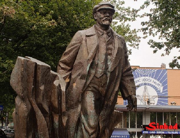 Statue_of_Lenin_Seattle