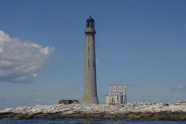 800px-Boon_Island_Lighthouse
