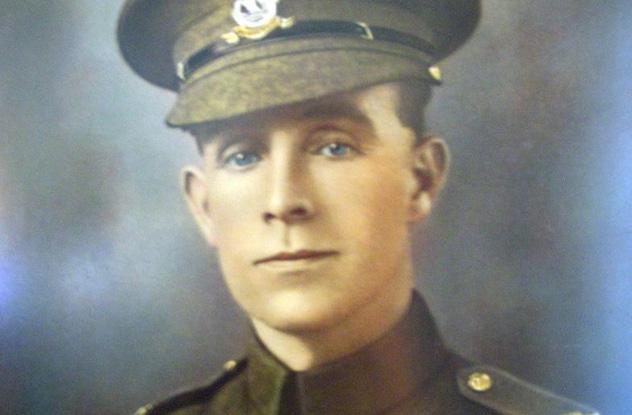 Një ushtarë anglez ia kursen jetën Hitlerit