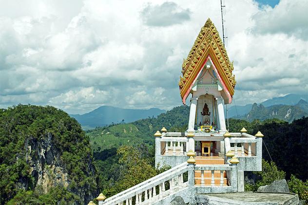 3- Wat Tham Seua
