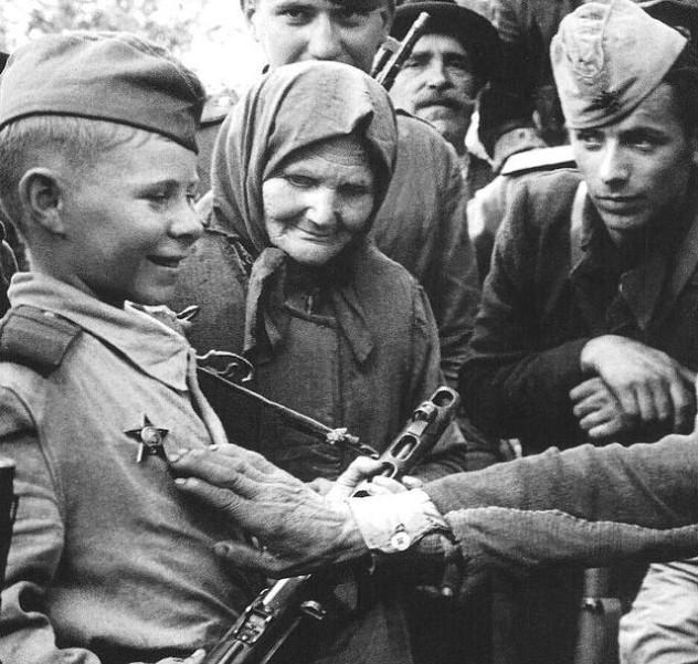 5 640px-Soviet_Child_Soldier