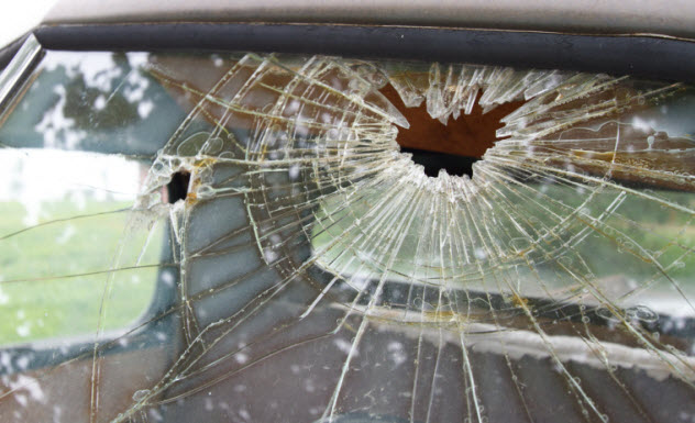 2-broken-windshield-2-476594374