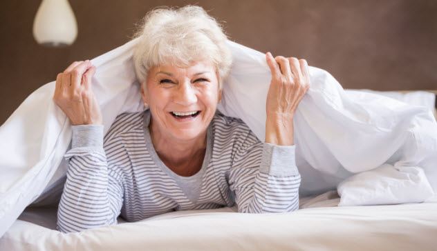 1-old-woman-in-bed-480921500