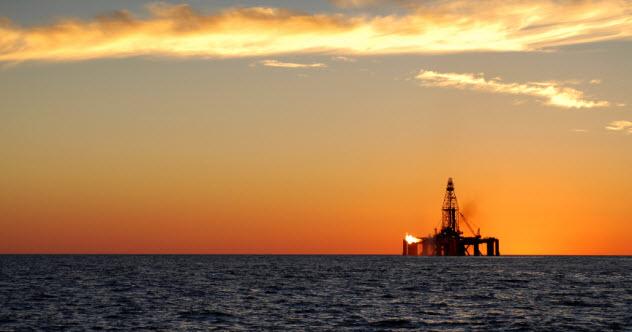 9-oil-rig-ocean_000063084623_Small