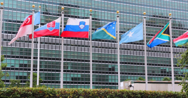 feature-a-world-flags_000047913434_Small