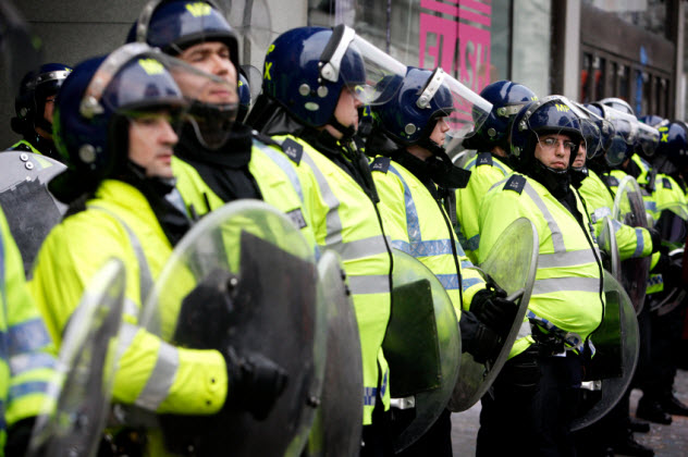 3-uk-riot-police_000016427579_Small