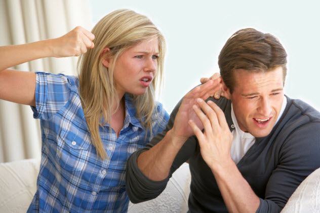8b-woman-threatening-man_000015072562_Small-bkgr