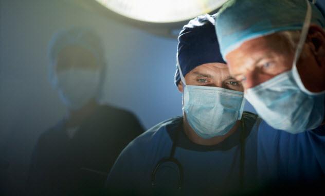 3-surgeons_000024365944_Small