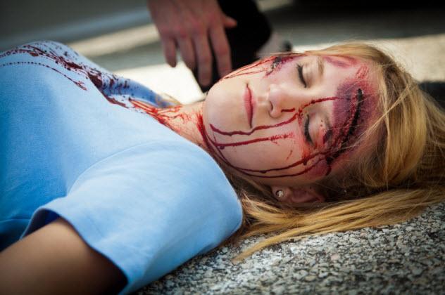 +-dead-teen-girl_000020450931_Small